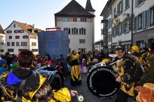 Eis-zwei-Geissebei (2012) - Guggenmusik - Rathaus Rapperswil - Hauptplatz 2012-02-21 16-15-16